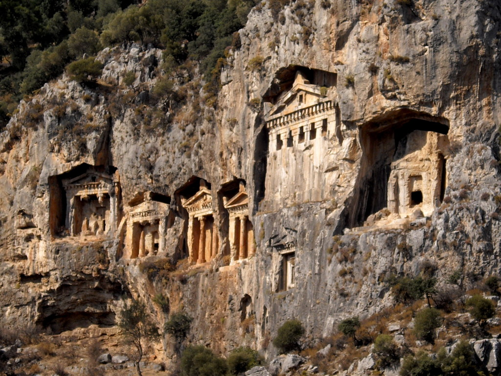 Lycian_rock-cut_tombs_in_Hellenistic_style_-_Dalyan,_Turkey